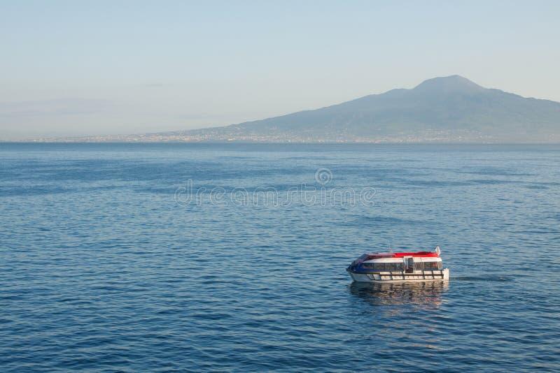 Download επιπλέων κόλπος Νάπολη στοκ εικόνα. εικόνα από μεταφορά - 17052777