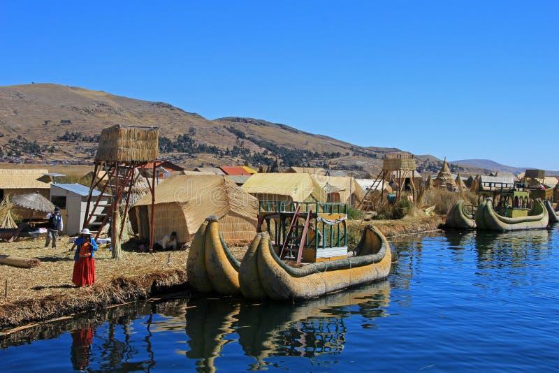 Επιπλέοντα νησιά Uros, λίμνη Titicaca, Περού καλάμων Totora στοκ εικόνες