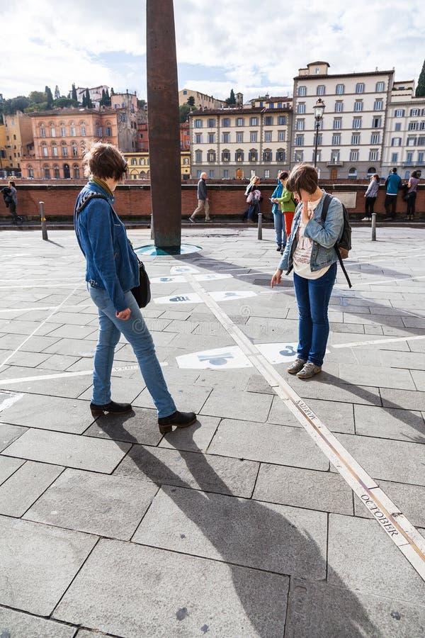 Επισκέπτες κοντά σε Museo Γαλιλαίος, Φλωρεντία στοκ φωτογραφίες
