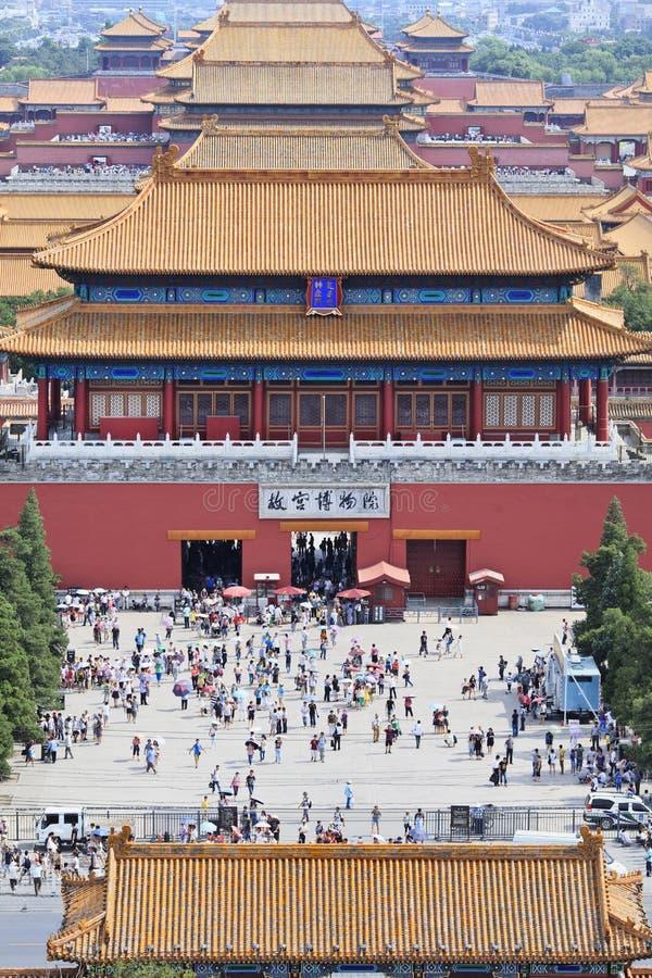 Επισκέπτες στη βόρεια πύλη του μουσείου παλατιών, Πεκίνο, Κίνα στοκ φωτογραφίες