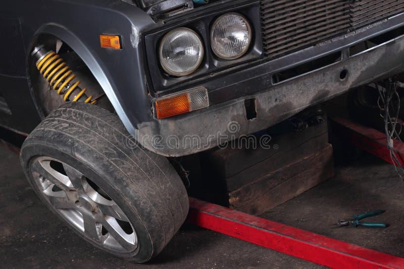 Επισκευές αυτοκινήτων Ρόδα στοκ φωτογραφίες