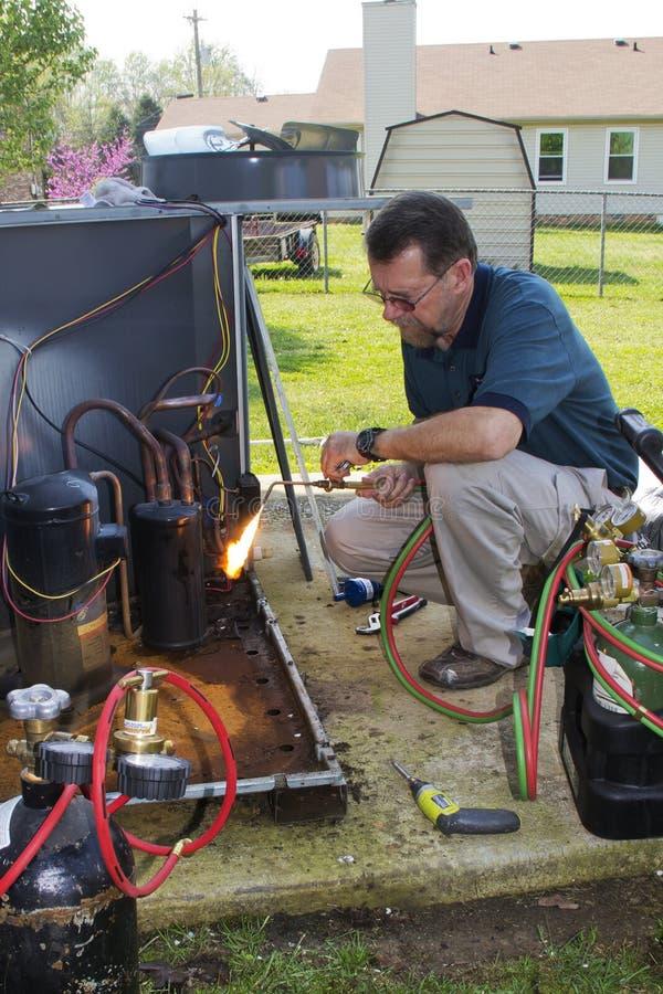 επισκευή ατόμων εναλλασσόμενου ρεύματος στοκ φωτογραφία