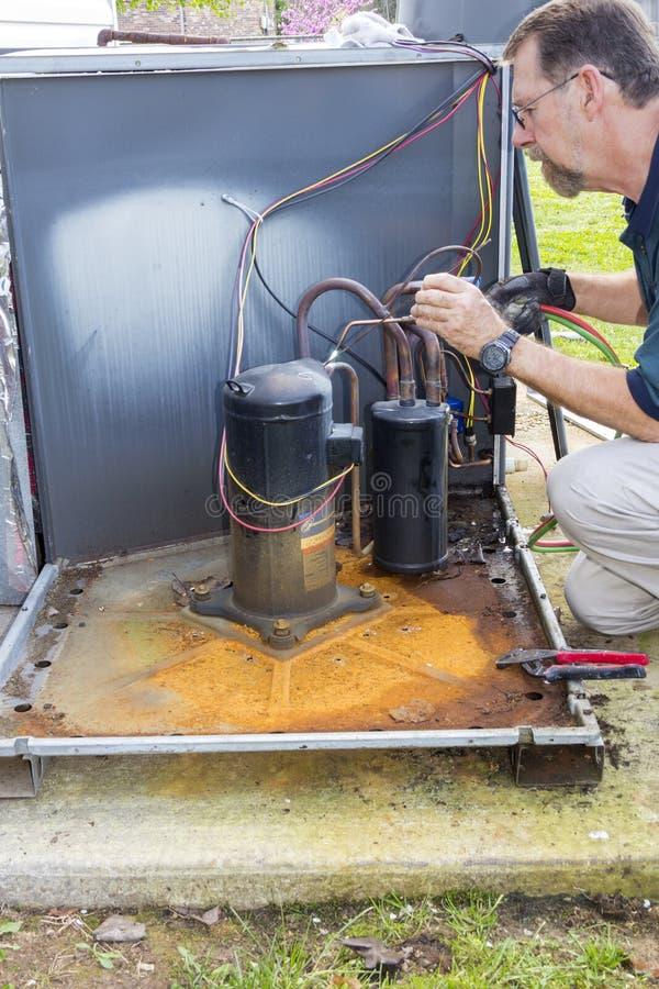 επισκευή εναλλασσόμενου ρεύματος στοκ φωτογραφία με δικαίωμα ελεύθερης χρήσης