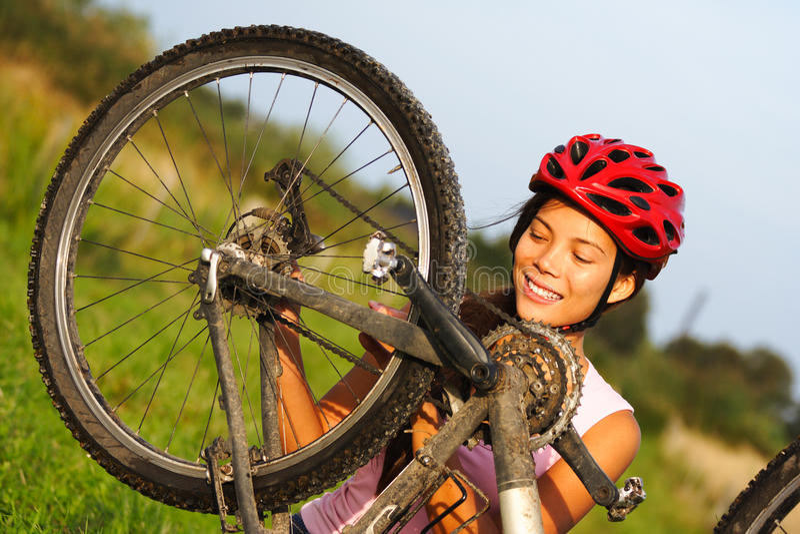 επισκευή ποδηλάτων στοκ εικόνα