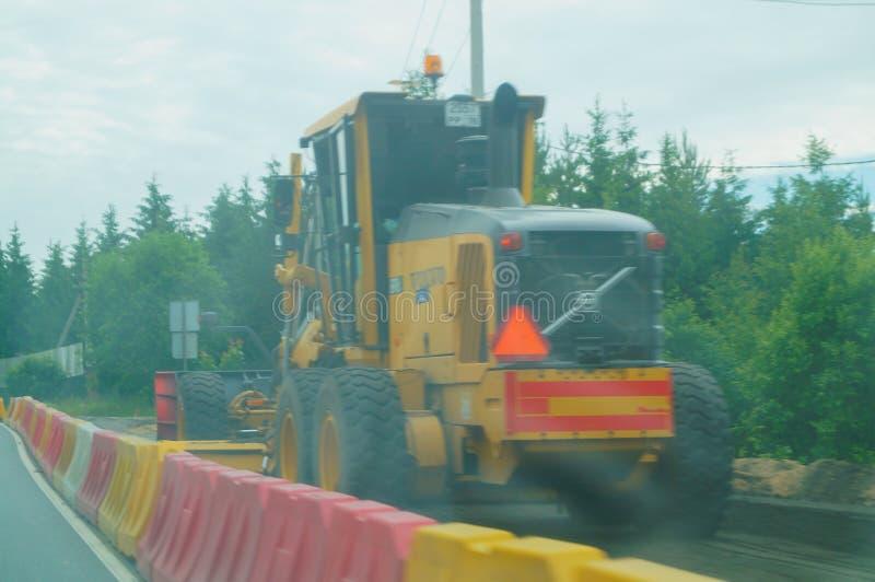 Επισκευή του δρόμου στην εθνική οδό στο Λένινγκραντ Oblast Ρωσία στοκ φωτογραφίες με δικαίωμα ελεύθερης χρήσης