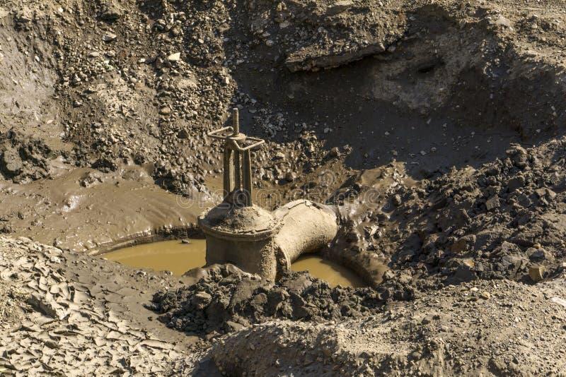 Επισκευή των δικτύων παροχής νερού πόλεων στοκ φωτογραφία με δικαίωμα ελεύθερης χρήσης
