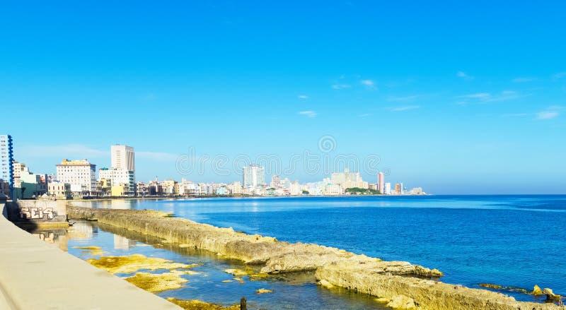 Επισκόπηση του διάσημου περιπάτου EL Malecon στην πόλη Κούβα της Αβάνας - το ρεπορτάζ Serie Κούβα στοκ φωτογραφία με δικαίωμα ελεύθερης χρήσης