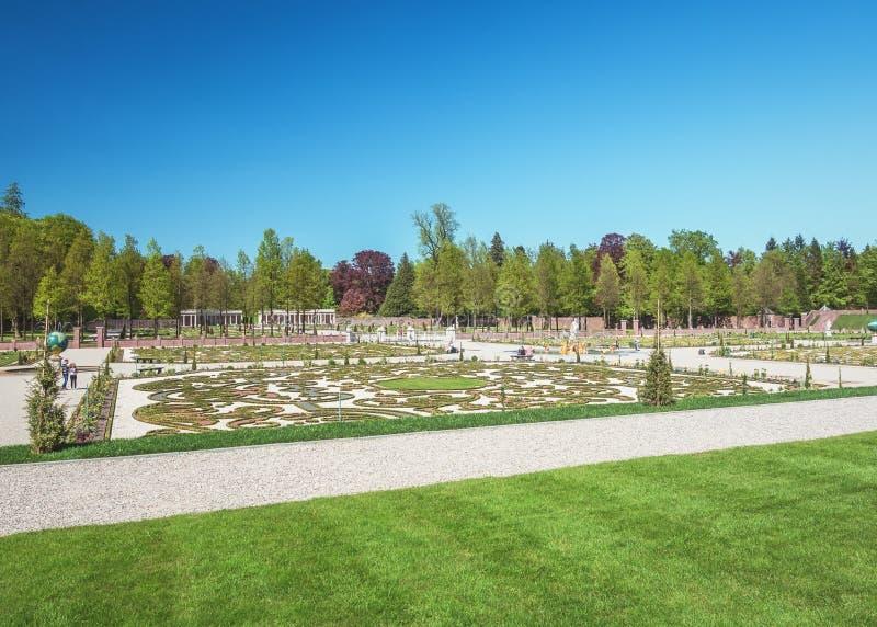Επισκόπηση του ολλανδικού μπαρόκ κήπου του παλατιού τουαλετών στοκ φωτογραφίες