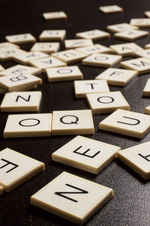 επιστολές κιμωλίας χαρτονιών αλφάβητου στοκ φωτογραφία