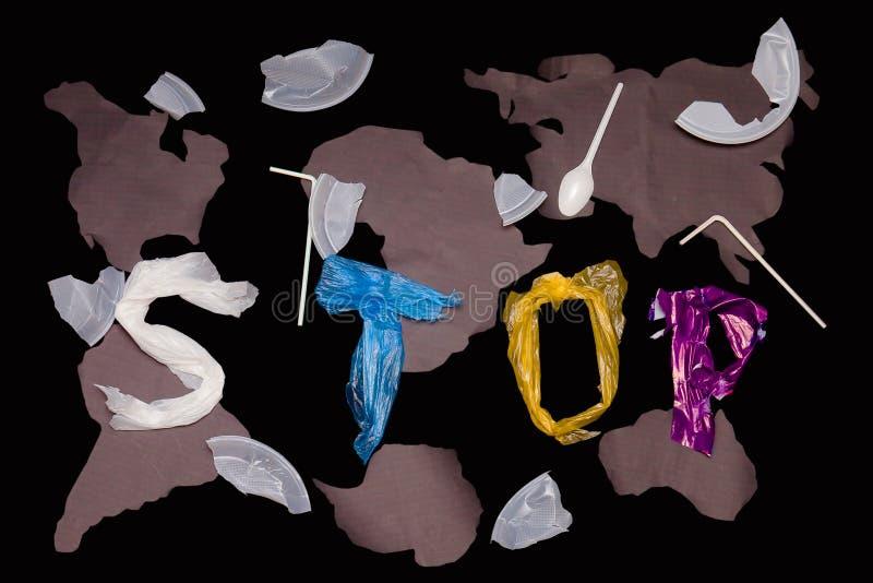Επιστολές που βρίσκονται σε ένα μπλε υπόβαθρο Σταματήστε το δηλητήριο της τοξικής αποσύνθεσης του πλαστικού στοκ εικόνες με δικαίωμα ελεύθερης χρήσης