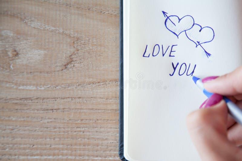 Επιστολή αγάπης, σημείωση Διακήρυξη της αγάπης σε χαρτί στοκ φωτογραφία