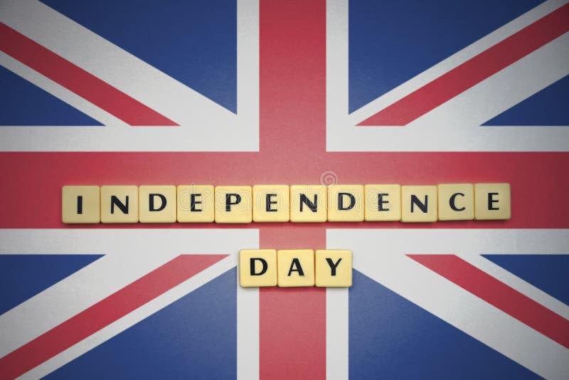 Επιστολές με τη ημέρα της ανεξαρτησίας κειμένων στη εθνική σημαία της Μεγάλης Βρετανίας στοκ εικόνα με δικαίωμα ελεύθερης χρήσης