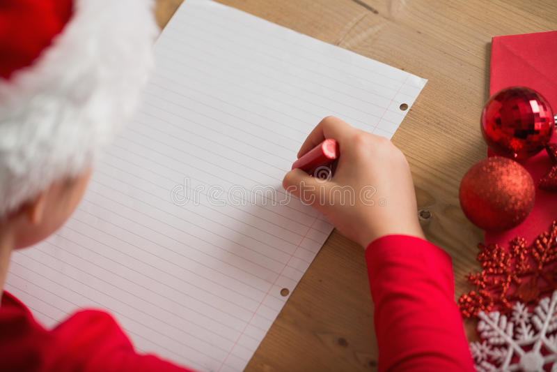 Επιστολή γραψίματος μικρών κοριτσιών στο santa στα Χριστούγεννα στοκ εικόνες με δικαίωμα ελεύθερης χρήσης