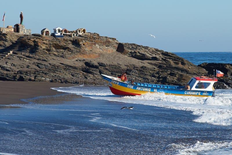 Επιστροφές αλιευτικών σκαφών με τη σύλληψη στοκ εικόνα