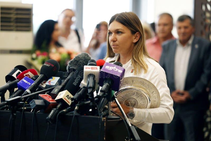 Επιστροφής σπίτι της Simona Halep με το τρόπαιο Wimbledon, συνέντευξη τύπου στοκ φωτογραφία με δικαίωμα ελεύθερης χρήσης