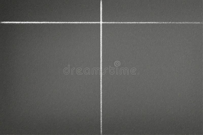 Επισύροντας την προσοχή την άσπρη γραμμή με την κιμωλία στον πίνακα κιμωλίας, μπορεί να βάλει περισσότερο κείμενο, σύσταση ραχών στοκ εικόνες με δικαίωμα ελεύθερης χρήσης