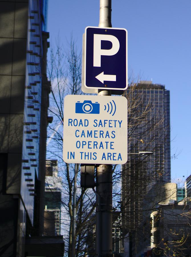 Επιταχυνόμενο σύστημα σηματοδότησης καμερών οδικής ασφάλειας προειδοποίησης στοκ εικόνες
