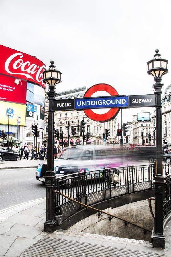 Επιταχυνόμενο ταξί στο Λονδίνο Αγγλία στοκ εικόνα με δικαίωμα ελεύθερης χρήσης