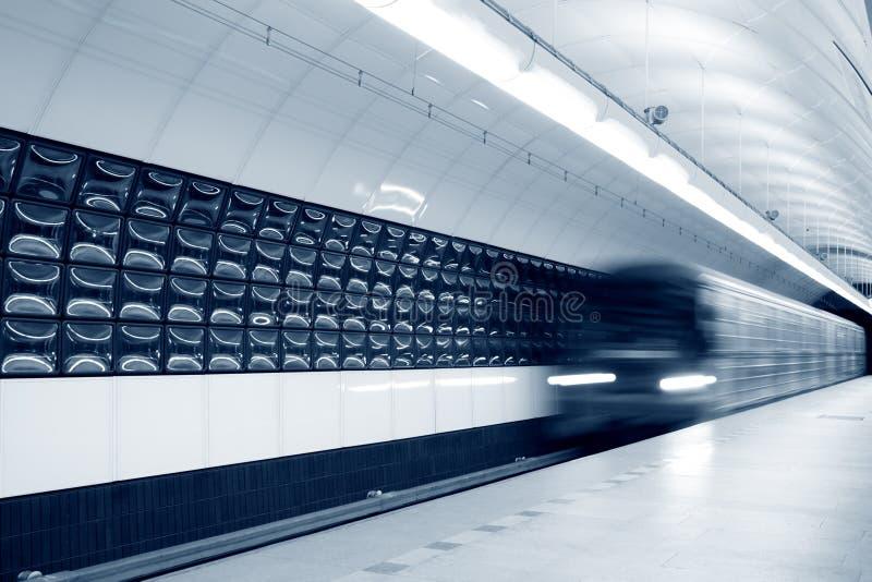 επιταχυνόμενο υπόγειο τ&r στοκ φωτογραφία με δικαίωμα ελεύθερης χρήσης