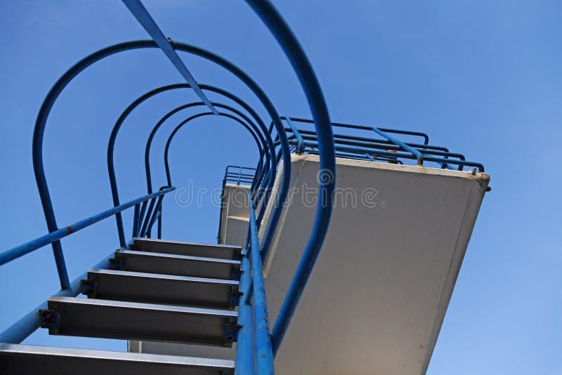Επιταχύνει στον πύργο άλματος στοκ φωτογραφία με δικαίωμα ελεύθερης χρήσης