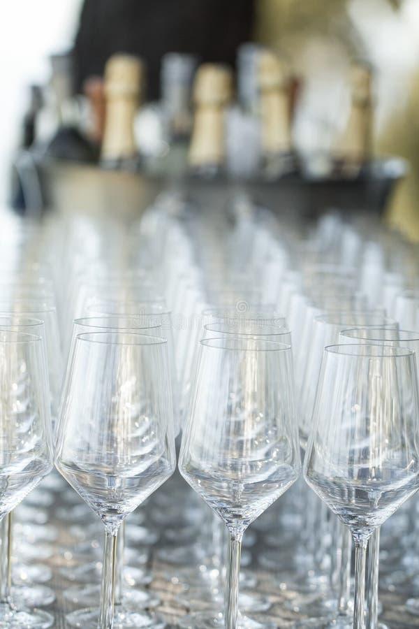 Επιτραπέζια οργάνωση γυαλιών κρασιού στοκ φωτογραφία με δικαίωμα ελεύθερης χρήσης