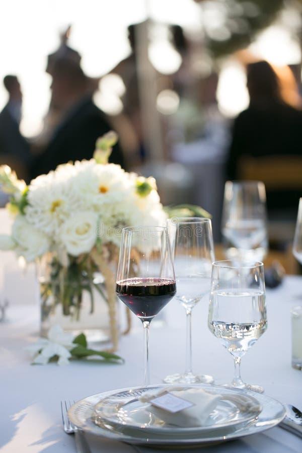Επιτραπέζια οργάνωση γυαλιών κρασιού στοκ φωτογραφία