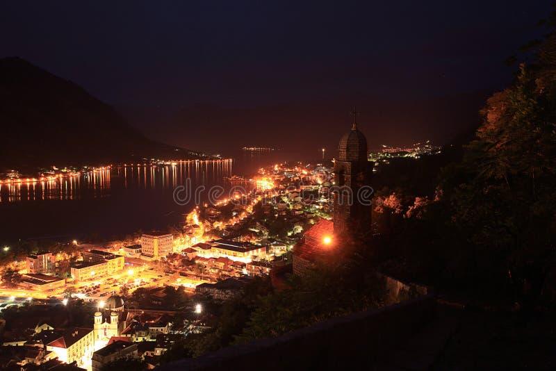 επιτραπέζια χρήση φωτογραφιών νύχτας τοπίων εγκαταστάσεων εικόνας ανασκόπησης όμορφη στοκ εικόνες