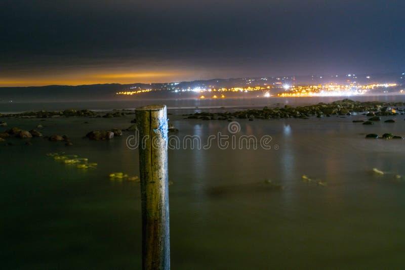 επιτραπέζια χρήση φωτογραφιών νύχτας τοπίων εγκαταστάσεων εικόνας ανασκόπησης όμορφη στοκ εικόνα με δικαίωμα ελεύθερης χρήσης