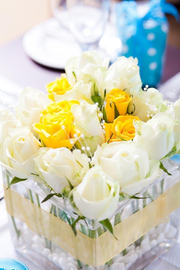 επιτραπέζιος γάμος κεντρικών τεμαχίων στοκ φωτογραφία με δικαίωμα ελεύθερης χρήσης
