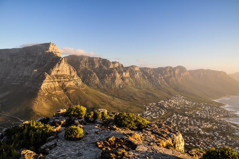 Επιτραπέζιο βουνό στον ήλιο βραδιού - Καίηπ Τάουν, Νότια Αφρική στοκ φωτογραφίες με δικαίωμα ελεύθερης χρήσης
