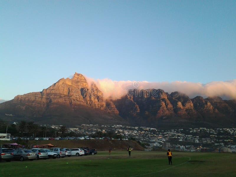 Επιτραπέζιο βουνό ως ηλιοβασίλεμα στοκ εικόνες με δικαίωμα ελεύθερης χρήσης