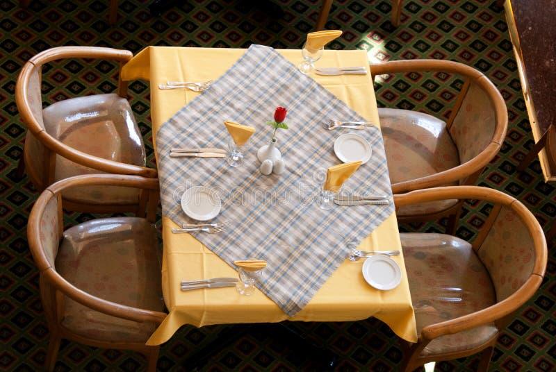 Download Επιτραπέζιο εστιατόριο στοκ εικόνα. εικόνα από εορτασμός - 13182853
