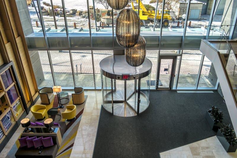 επιτραπέζιο μόριο καναπέδων λόμπι ξενοδοχείων εδρών στοκ εικόνες με δικαίωμα ελεύθερης χρήσης