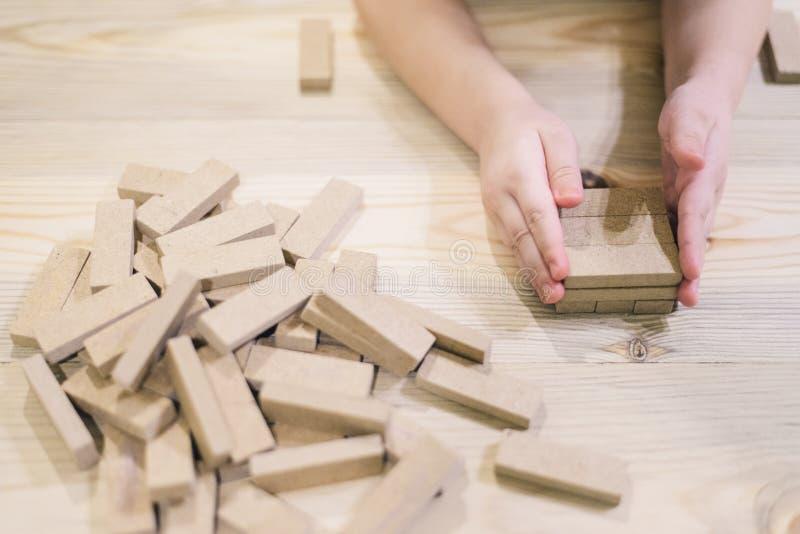 Επιτραπέζιο παιχνίδι του jenga και του λότο στοκ φωτογραφία με δικαίωμα ελεύθερης χρήσης