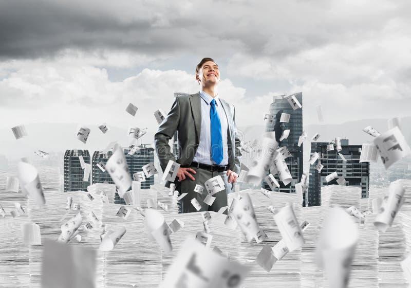 Επιτυχής βέβαιος επιχειρηματίας στο κοστούμι διανυσματική απεικόνιση