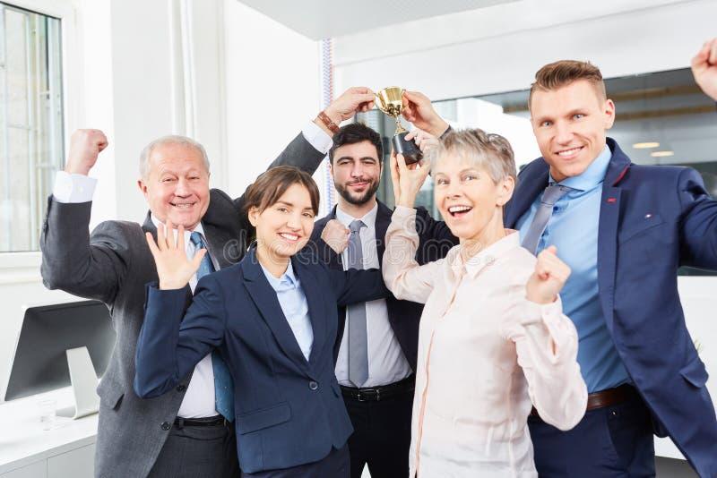 Επιτυχής εορτασμός επιχειρησιακών ομάδων στοκ εικόνες
