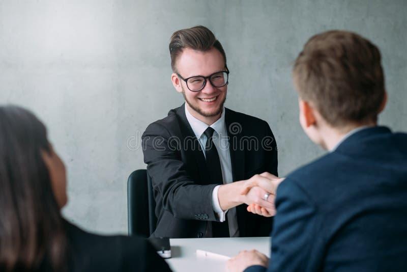 Επιτυχής επαγγελματική σταδιοδρομία συνέντευξης εργασίας στοκ εικόνα