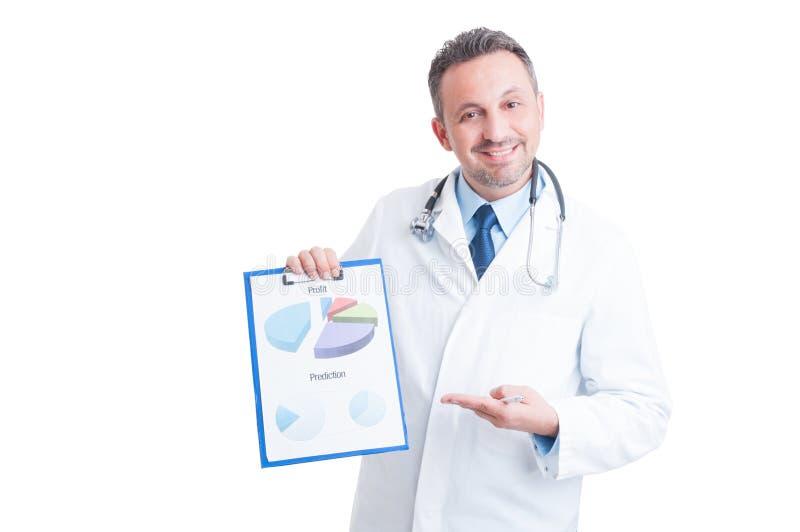 Επιτυχής διευθυντής, γιατρός ή γιατρός νοσοκομείων που παρουσιάζουν οικονομικό γ στοκ φωτογραφίες με δικαίωμα ελεύθερης χρήσης