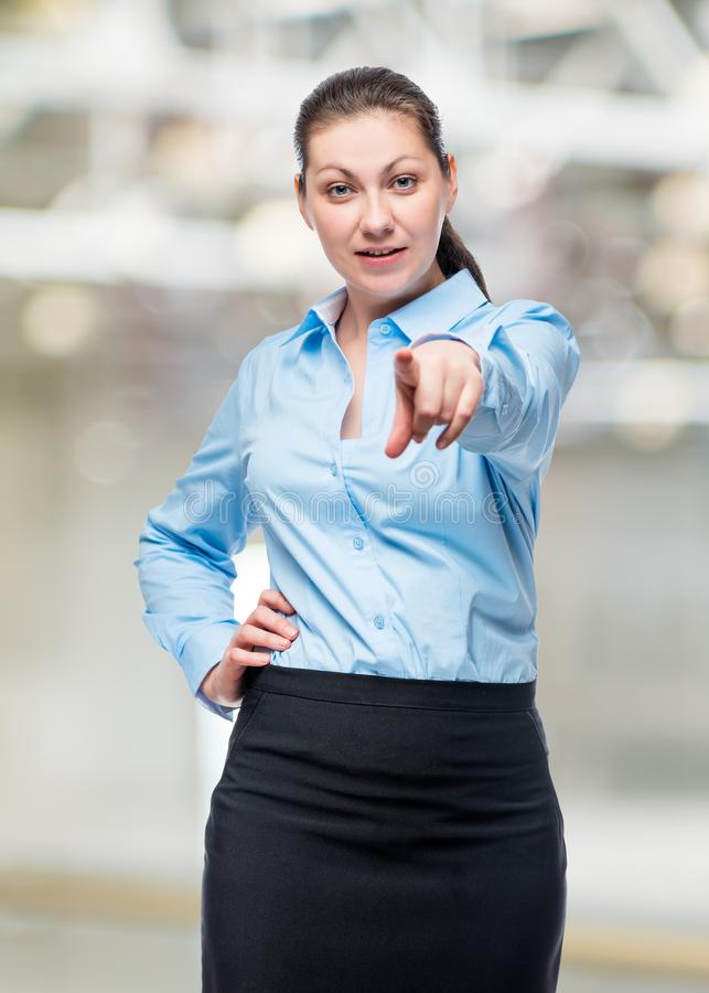 Επιτυχής και νέα τοποθέτηση επιχειρηματιών ενάντια στοκ εικόνες