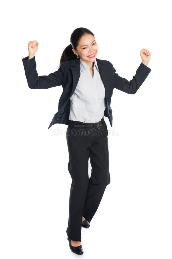 Επιτυχής νέα επιχειρησιακή γυναίκα ευτυχής στοκ εικόνα