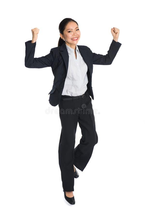 Επιτυχής νέα επιχειρησιακή γυναίκα ευτυχής στοκ φωτογραφίες