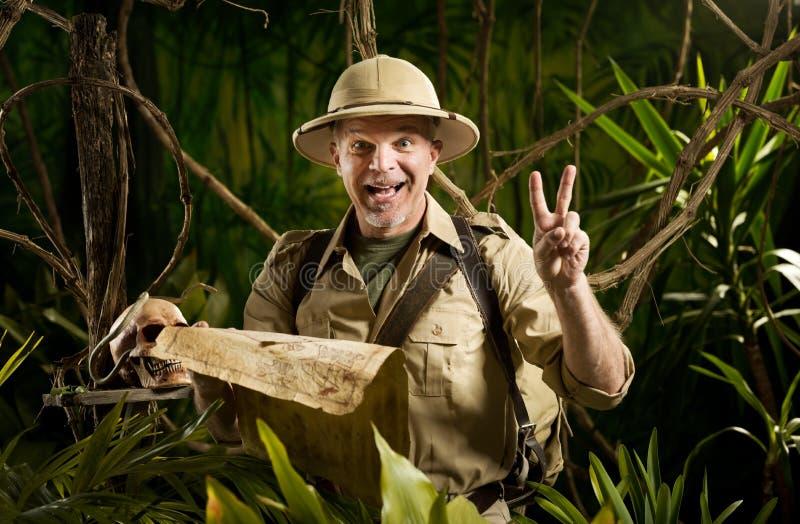 Επιτυχής τυχοδιώκτης στη ζούγκλα στοκ εικόνα με δικαίωμα ελεύθερης χρήσης