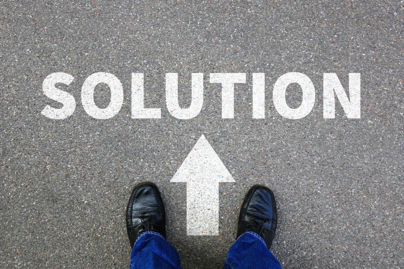 Επιτυχία προβλήματος λύσης που βρίσκει τον επιχειρηματία σύγκρουσης λύσεων στοκ φωτογραφίες με δικαίωμα ελεύθερης χρήσης