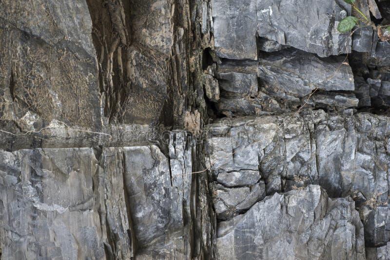 Επιφάνεια βράχου βουνών με τα στρώματα στοκ φωτογραφίες με δικαίωμα ελεύθερης χρήσης