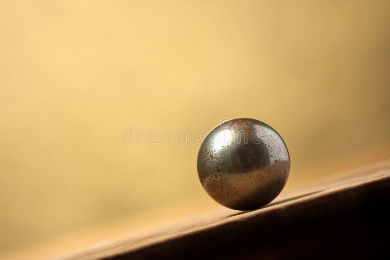 επιφάνεια κλίσης μετάλλων σφαιρών στοκ εικόνα