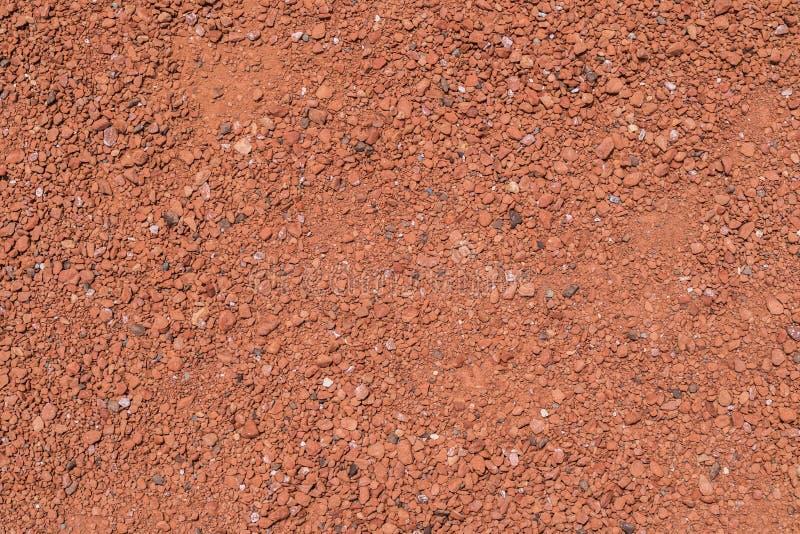 Επιφάνεια με το κόκκινο λεπτό αμμοχάλικο στο έδαφος στοκ εικόνα με δικαίωμα ελεύθερης χρήσης
