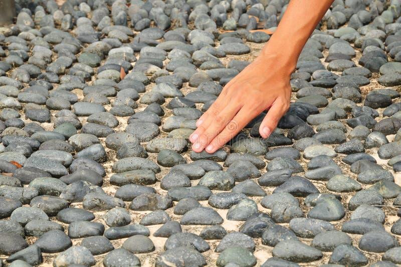 επιφάνεια πετρών χεριών σχ&epsil στοκ εικόνα με δικαίωμα ελεύθερης χρήσης