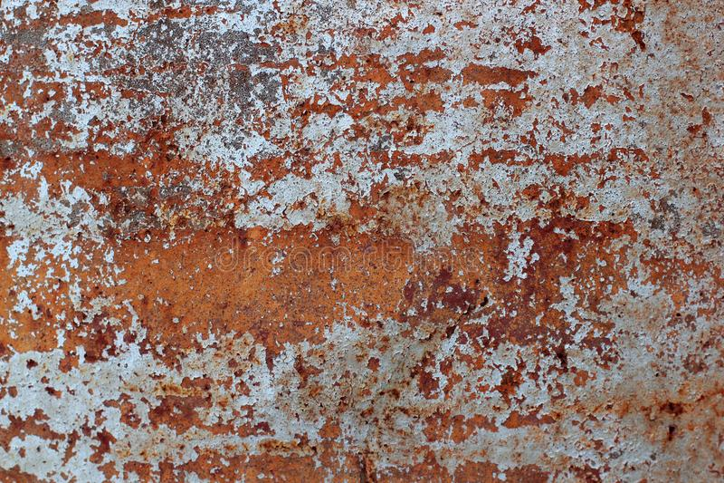 Επιφάνεια του σκουριασμένου σιδήρου με τα υπόλοιπα του παλαιού άσπρου χρώματος, πελεκημένο χρώμα, υπόβαθρο σύστασης στοκ φωτογραφία