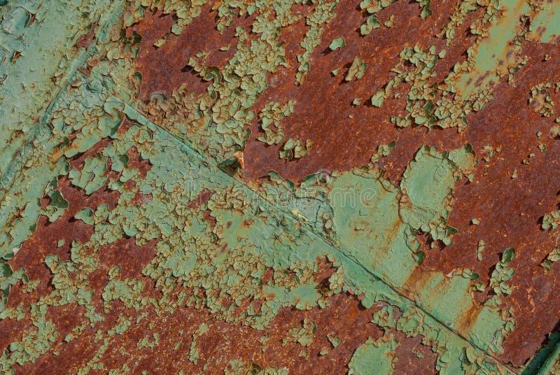 Επιφάνεια του σκουριασμένου σιδήρου με τα υπόλοιπα του παλαιού χρώματος, grunge επιφάνεια μετάλλων, πράσινη σύσταση, υπόβαθρο στοκ φωτογραφία