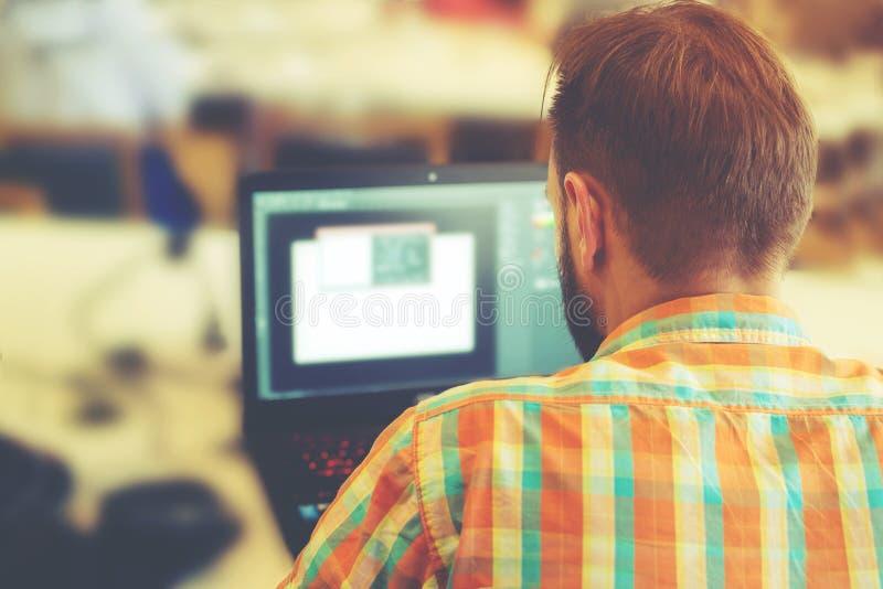 επιχείρηση η εργασία ατόμων lap-top του στοκ φωτογραφία